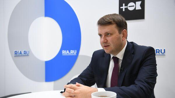 Министр экономического развития РФ Максим Орешкин во время интервью на стенде МИА Россия сегодня на V Восточном экономическом форуме во Владивостоке