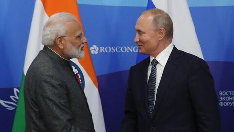 Президент России Владимир Путин и премьер-министр Индии Нарендра Моди  на V Восточном экономическом форуме