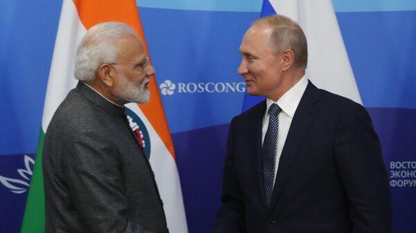 резидент РФ Владимир Путин и премьер-министр Индии Нарендра Моди после церемонии подписания совместных документов по итогам российско-индийских переговоров