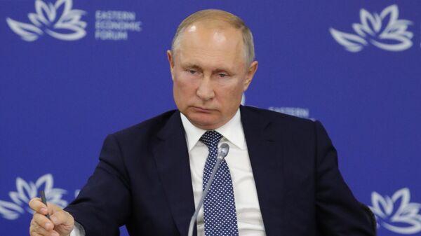 Президент РФ Владимир Путин на заседании президиума Госсовета по вопросу О национальной программе развития Дальнего Востока