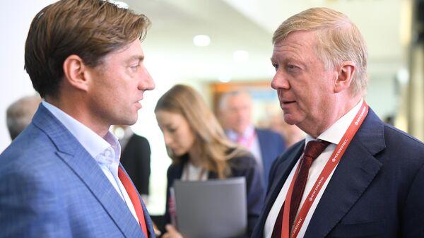Председатель правления УК Роснано Анатолий Чубайс (справа) на V Восточном экономическом форуме во Владивостоке