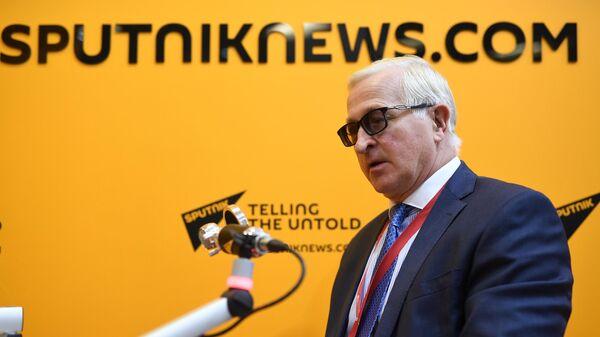 Президент Российского союза промышленников и предпринимателей Александр Шохин во время интервью радио Sputnik на V Восточном экономическом форуме во Владивостоке
