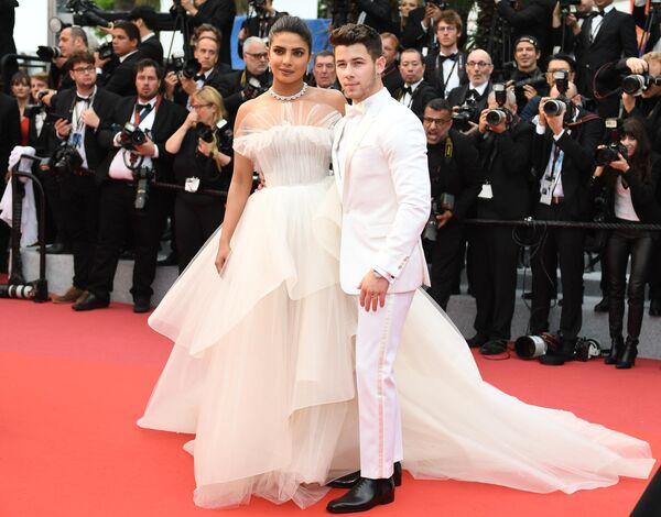 Американский актер Ник Джонас и индийская актриса и продюсер Приянка Чопра на красной дорожке в рамках 72-го Каннского международного кинофестиваля