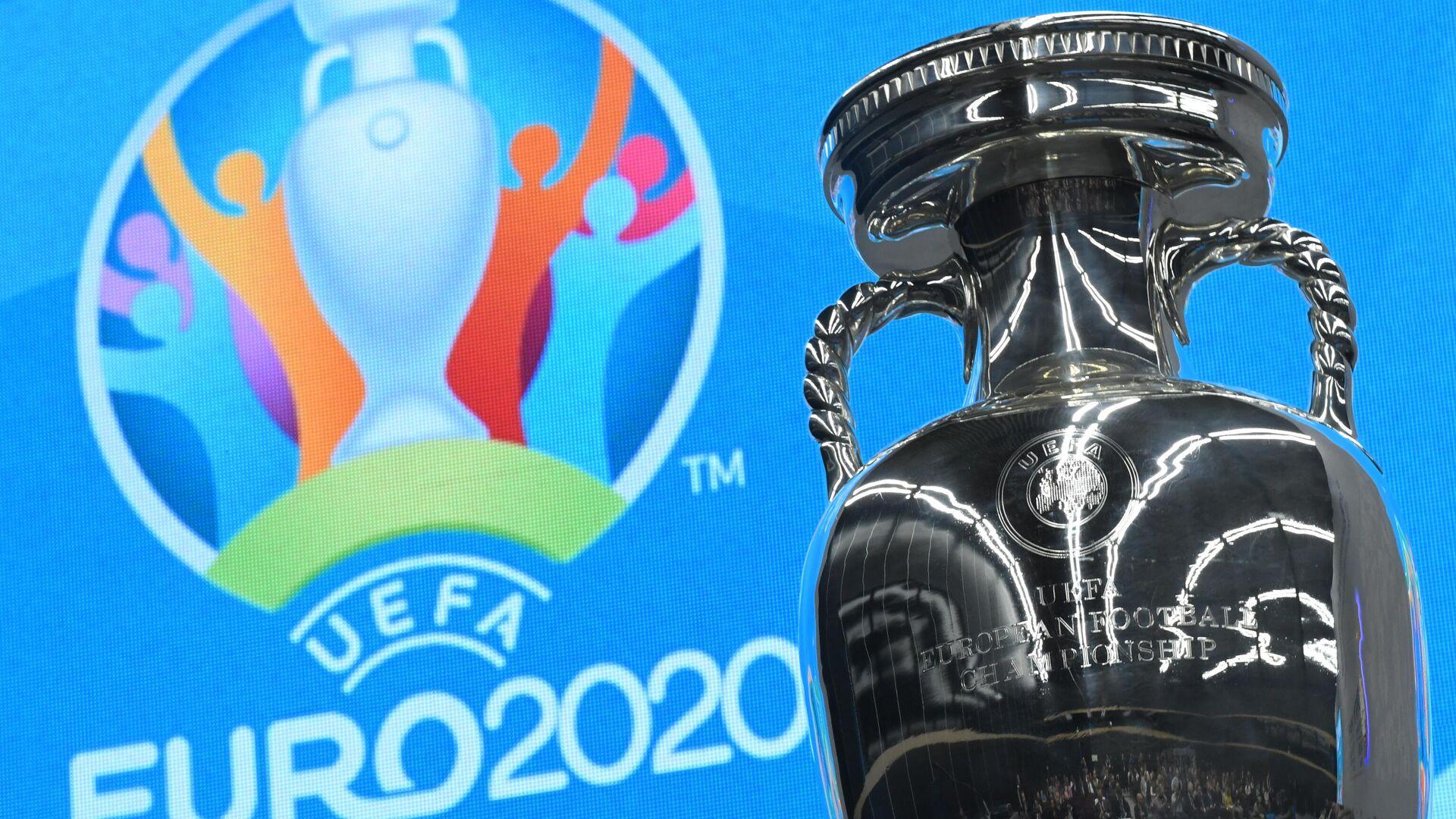 Кубок и логотип чемпионата Европы-2020 по футболу - РИА Новости, 1920, 17.05.2021
