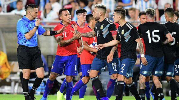 Стычка в товарищеском матче между сборными Аргентины и Чили