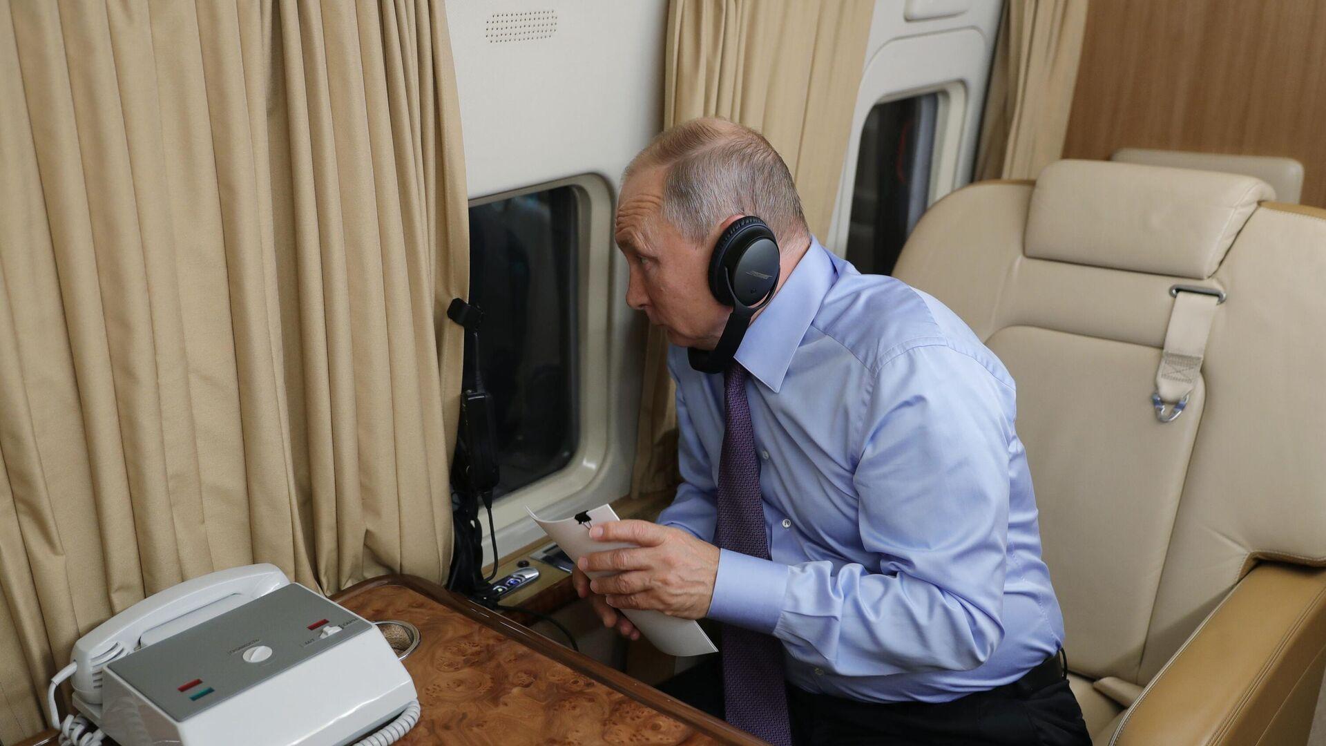 Владимир Путин на борту президентского самолета - РИА Новости, 1920, 20.06.2021