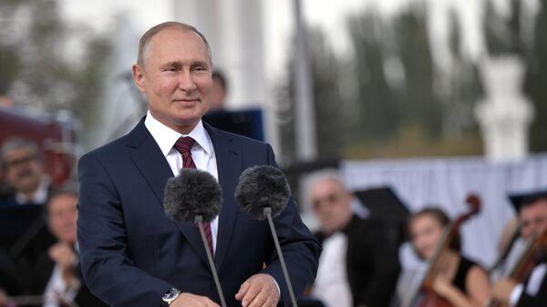 Президент РФ Владимир Путин выступает на торжественном мероприятии на ВДНХ, посвящённом празднованию Дня города Москвы.  7 сентября 2019
