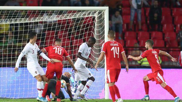 Игровой момент матча Сербия - Португалия