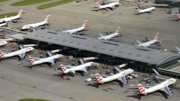 Самолеты авиакомпании British Airways у здания пятого терминала аэропорта Хитроу в Лондоне