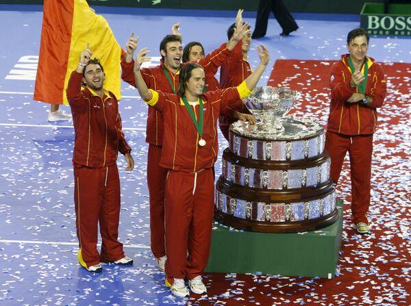 Сборная Испании по теннису на фоне Кубка Дэвиса