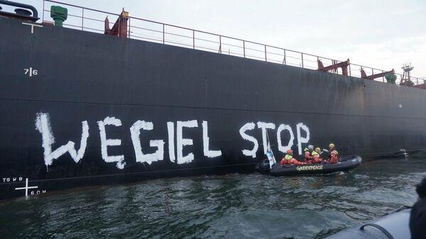 Активисты Гринпис блокируют разгрузку угля в порту Гданьска, Польша. 10 сентября 2019