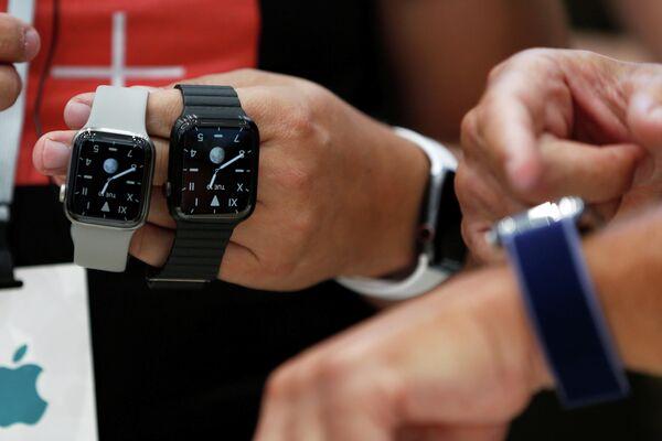 Часы Apple Watch на презентации новинок компании Apple