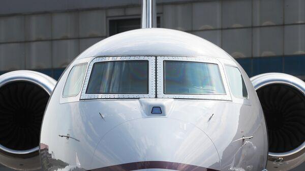 Самолет на стенде компании Gulfstream на международной выставке деловой авиации RUBAE 2019 в Москве