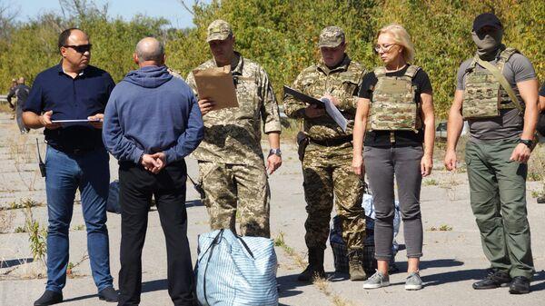 Передача представителям Украины представителями ЛНР заключенных, осужденных до 2014 года и выразивших желание отбывать наказание на подконтрольной Киеву территории