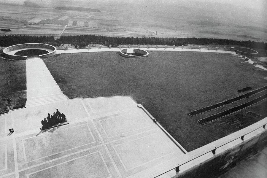 Мемориал жертвам фашизма на месте бывшего концентрационного лагеря Бухенвальд