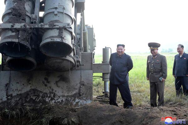 Северокорейский лидер Ким Чен Ын принимает участие в испытании ракетной пусковой установки