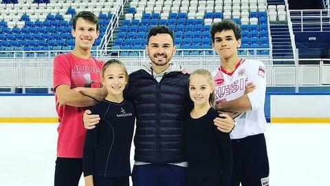 Василий Великов (в центре)