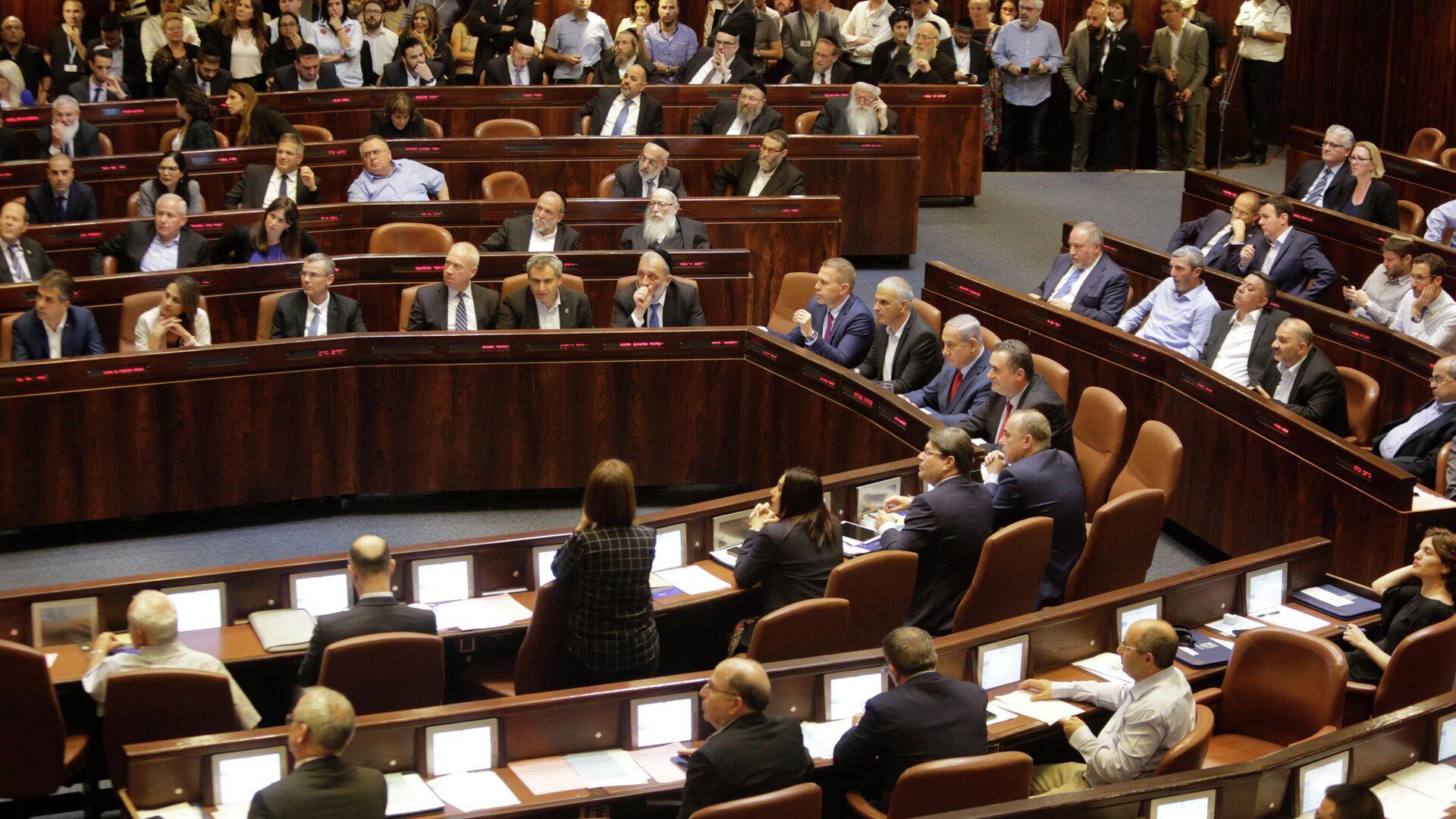 Министры и парламентарии Израиля перед голосованием в Кнессете. 29 мая 2019  - РИА Новости, 1920, 13.06.2021