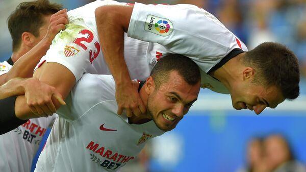Игроки ФК Севилья Жоан Жордан и Серхио Регилон
