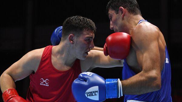 Справа налево: Георгий Кушиташвили (Россия) и Сэмми Ли (Уэльс)