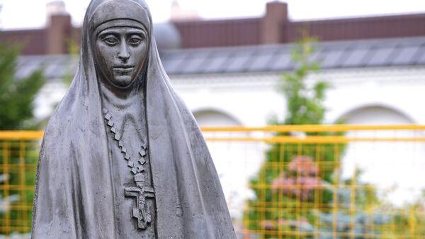 Памятник Елизавете Федоровне Романовой на территории Спасского храма в селе Усово Московской области