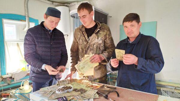 Клад, найденный при ремонте дома в городе Троицке