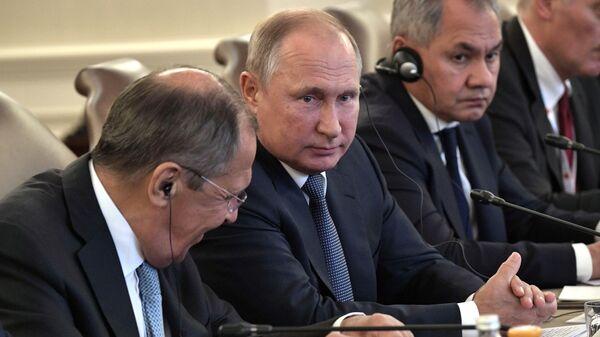 Президент РФ Владимир Путин во время российско-турецких переговоров в расширенном составе