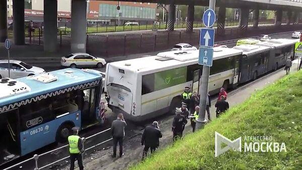 В Москве столкнулись три автобуса