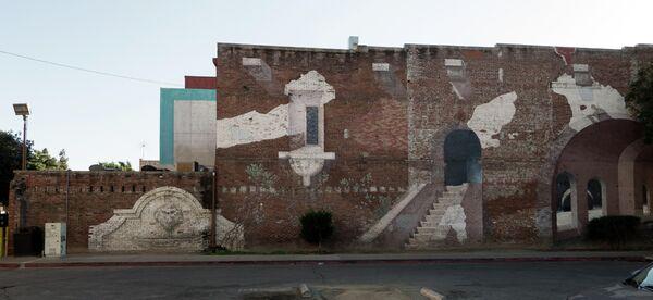 Нарисованные на доме руины