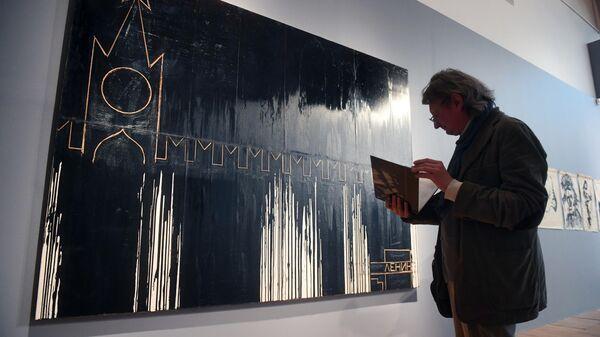 Посетитель на выставке Николай Наседкин. Нефть. Личная история в Третьяковской галерее