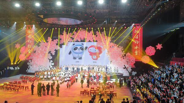 Талисманы зимних Олимпийских и Паралимпийских игр в Пекине 2022 года Панда Бин Дуньдунь и фонарик Сюэ Жунжун