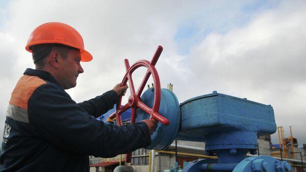 Сотрудник газокомпрессорной станции в Украине