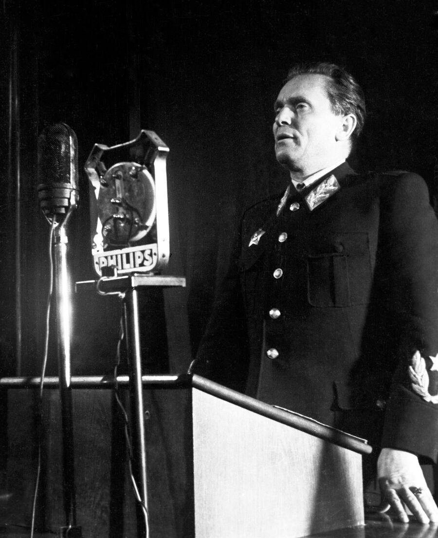 Маршал Иосип Броз Тито во время выступления на I Конгрессе объединенного союза антифашистской молодежи Сербии
