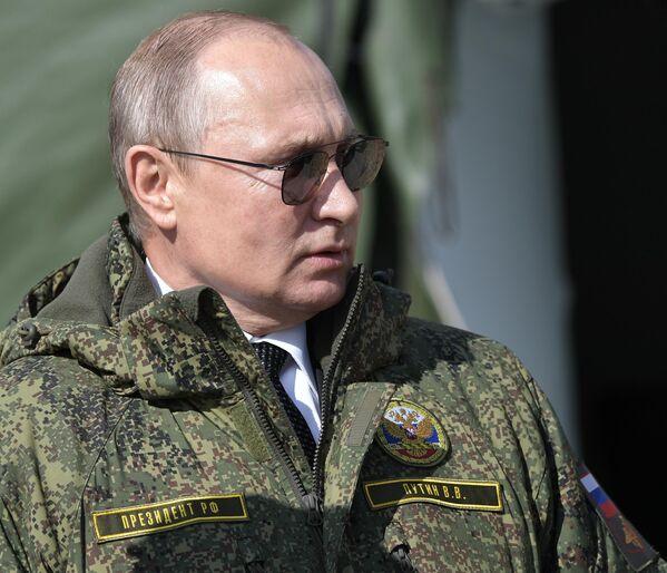 Президент РФ Владимир Путин на полигоне Донгуз, где проходит основной этап стратегического командно-штабного учения Центр-2019