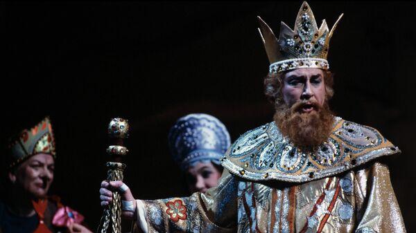 Оперный певец, народный артист СССР Евгений Нестеренко исполняет партию царя Салтана в опере Н.Римского-Корсакова Сказка о царе Салтане в Большом театре в 1986 году.