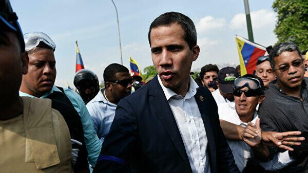 Видеозапись, на которой лидеры наркокартеля Los Rastrojos подвозят председателя Национальной ассамблеи Венесуэлы Хуана Гуаидо к правительственному вертолету