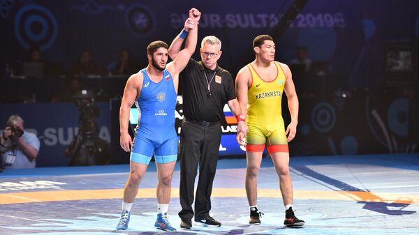 Слева направо: Алишер Ергали (Россия) и Абдулрашид Садулаев (Казахстан)