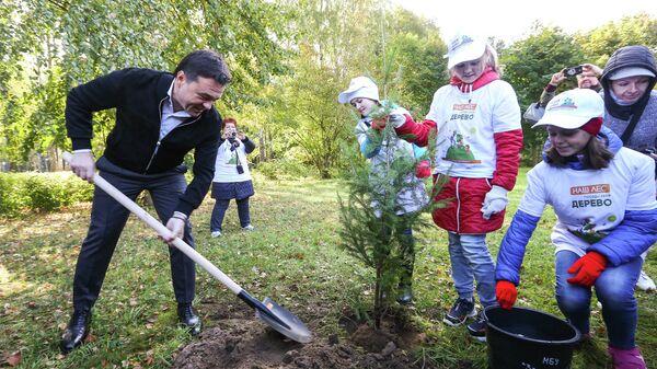 Губернатор Московской области Андрей Воробьев принял участие в высадке аллеи в Звёздном городке