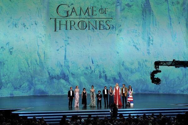 Актерский состав Игры престолов на церемонии вручения премии Эмми в Лос-Анджелесе