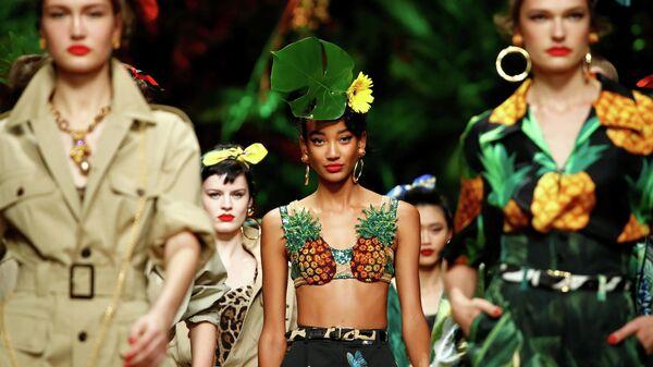 Модели во время показа коллекции Dolce & Gabbana на Неделе моды в Милане