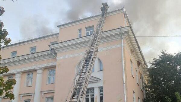 Тушение пожара в здании бывшего колледжа в Великом Новгороде. 24 сентября 2019