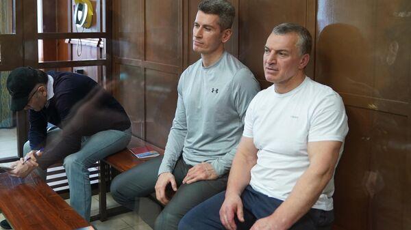 Совладельцы группы Сумма Зиявудин Магомедов и его брат Магомед Магомедов в Мосгорсуде