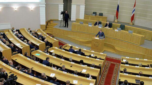 Губернатор Омской области Александр Бурков во время бюджетного послания законодательному собранию