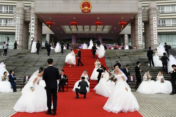 Массовая свадьба в Цзясине, провинция Чжэцзян, Китай