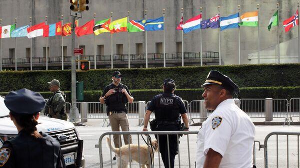 Флаги у здания ООН в Нью-Йорке