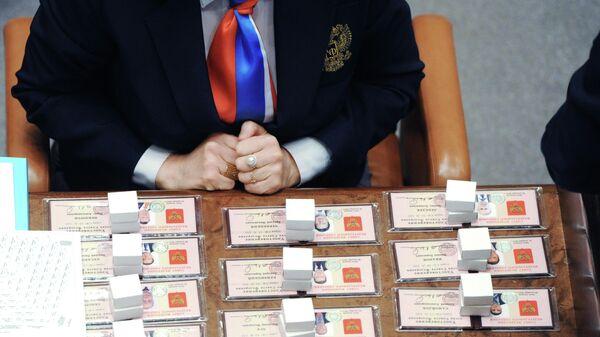 Удостоверения и значки членов Совета Федерации