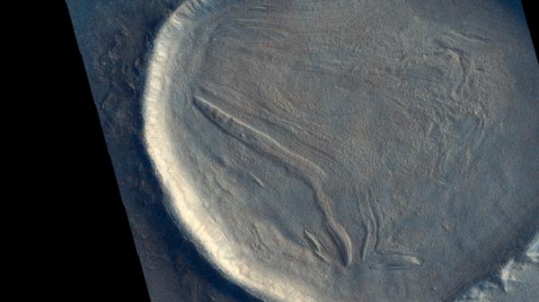 Кратер на Марсе снятый космическим аппаратом Trace Gas Orbiter