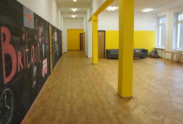 Холл типовой школы после ремонта по проекту МГПУ