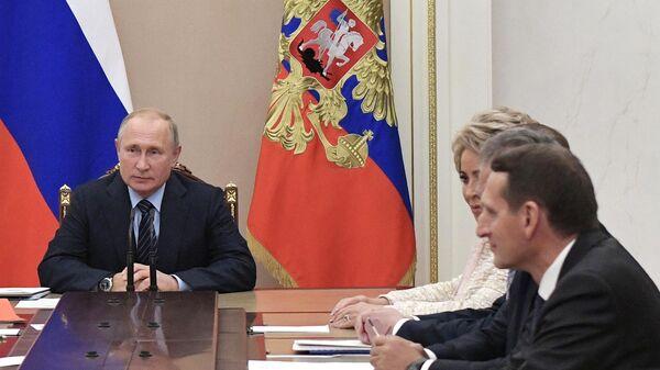 Президент РФ Владимир Путин проводит совещание с постоянными членами Совета безопасности РФ.  27 сентября 2019