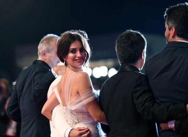 Актриса Пенелопа Крус на красной дорожке перед показом фильма Осиная сеть в рамках 76-го Венецианского международного кинофестиваля